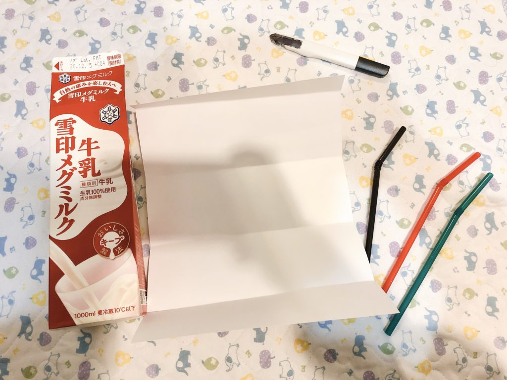 牛乳パックでつくる簡単ストロー落としのおもちゃ