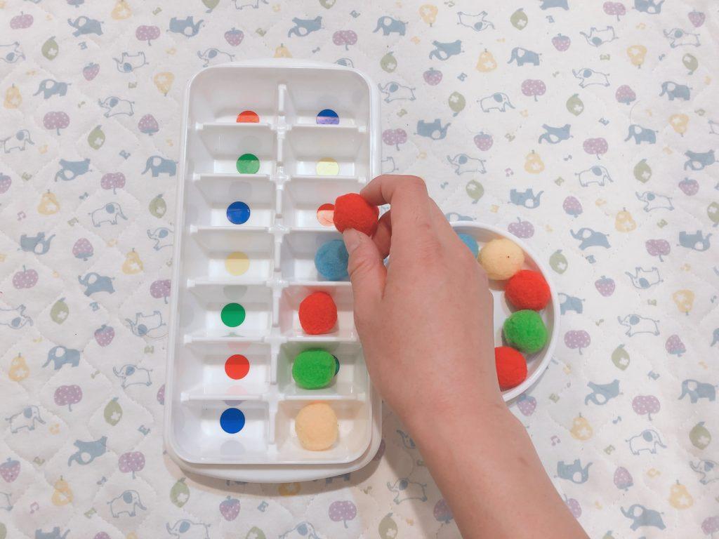 【モンテッソーリ】手作りぽんぽんと色合わせのおもちゃ